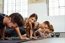 Domowa siłownia to praktyczne rozwiązanie, jeśli jesteś miłośnikiem aktywności fizycznej. Oszczędzisz sobie nadmiernych tłumów i kolejek do określonych maszyn. Sprawdź, jak łatw...