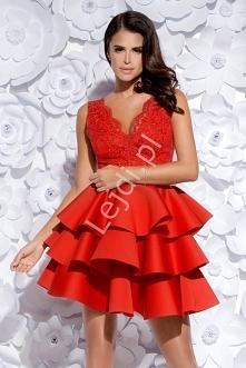 Czerwona wieczorowa sukienka piankowa. Sukienka z piankową spódnicą z trzema ...
