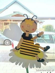 Pszczółka - element wiosenn...