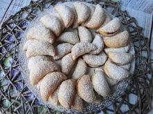 Jakiś czas temu robiłam je nadziane jabłkiem-Uśmiechnięte Ciasteczka z Jabłkiem.Do przygotowania tych ciasteczek potrzebujemy tylko 4 składniki,szybko się robi,idealne do niedzi...