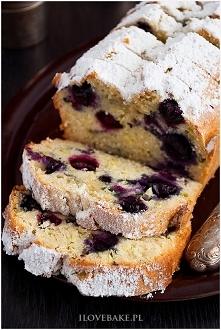 Ciasto z cukinii i borówek