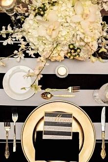 złoto-czarna dekoracja stołu