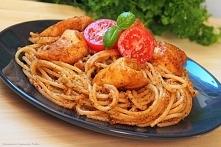 Spaghetti z pomidorowo - bazyliowym pesto i kurczakiem curry