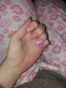 Moje paznokcie trzeci raz przedłużałam sobie metodą akrylową trochę. Ciężko ujarzmić akryl. Co myślicie? Może macie jakieś rady.