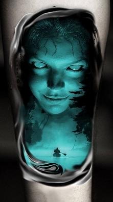 niebieska kobieta