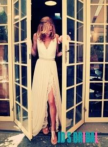 Romantyczna sukienka z szyfonu i koronki pod szyfonową rozcięciem