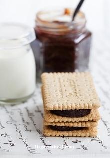 """Zdrowa """"nutella  wychodzi ok. 300 ml      200 g mielonych orzechów laskowych     3 łyżki (20 g) naturalnego kakao     ½-¾ szklanki syropu klonowego  Zmielone orzechy wysyp  na d..."""