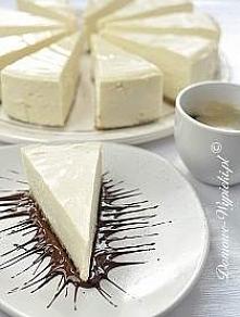 sernik nowojorski  Spód: 165g ciasteczek digestive 90g margaryny lub masła Masa serowa: 1400g serka kremowego typu Philadelphia* 250g cukru 64g mąki pszennej 5 jajek 200g gęstej...