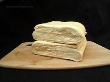 Składniki: (na 1200 g ciasta) 525 g mąki pszennej 215 ml zimnej wody 40 g świ...