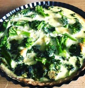 Tarta z kurczakiem, szpinakiem i brokułem. Przepis po kliknięciu w zdjęcie.