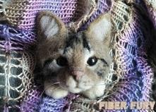 Kot broszka/Needle felted cat brooch Kot broszka z wełny więcej zdjęć oraz filmik na blogu Fiber fury :)