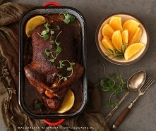 Pikantna i aromatyczna kaczka, pieczona z pomarańczami. Chrupiąca, a jednocze...
