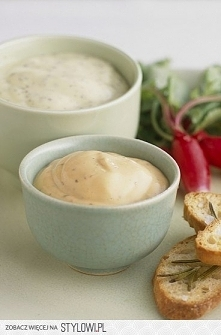 Sos koperkowy  Składniki: - ½ pęczka koperku - rzeżucha - ¾ szklanki jogurtu naturalnego - sól - kilka ziarenek czarnego pieprzu  Sposób przygotowania sosu koperkowego: Koperek ...