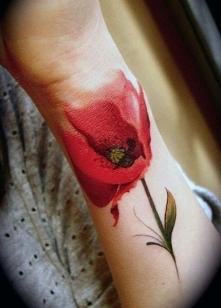 tatuaże kwiaty czarwony mak