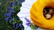 nasza biała patera kwiat w żółciutkiej stylizacji poleca się na święta :-) pa...
