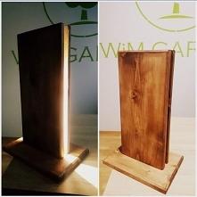 świetna nowoczesna drewniana lampa wykończona paskiem ledowym idealna do nowo...