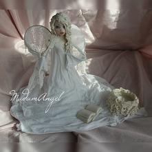 Madam Angel ze skrzypcami
