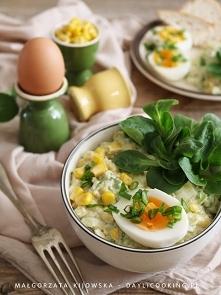 Żółto-zielona sałatka wiosenna, idealna na wielkanocny stół. Jajka, awokado, ...