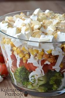 Sałatka warstwowa z brokułem i kurczakiem – Składniki: 1 brokuł 4 pomidory (u...