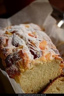 Puszysty keks na białkach z owocami  Świetny przepis na wykorzystanie białek  Składniki na 2 formy 10cm x 20cm:  Ciasto ucierane:      5 białek     180 ml mleka 3.2%     1 łyżka...