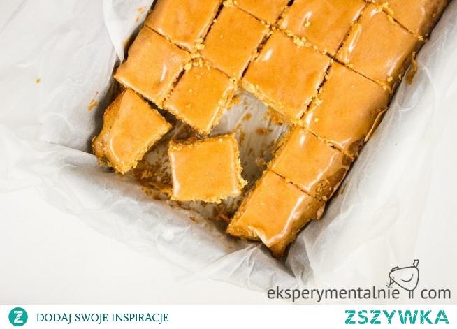 Bezglutenowe ciasto marchewkowe z masłem orzechowym - pyszne ciasto także ciasto wielkanocne