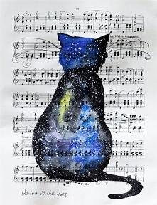 """""""KOSMICZNY KOT"""" akwarela z dodatkiem piórka wykonana przez artystkę plastyka Adrianę Laube na papierze z nutami o wym. 33x25cm"""
