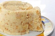 blok kokosowy, bez pieczenia Składniki: - 150 g mleka w proszku - 35 g cukru - kilka kropelek aromatu waniliowego - 40 g masła - 100 ml wody - 50 g wiórków kokosowych - 50 g her...
