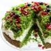"""LEŚNY MECH Składniki 16 porcji, po 353 kcal Zielone ciasto 450 g opakowanie mrożonego szpinaku (liście) lub 400 g świeżego 2/3 szklanki oleju 1 szklanka cukru 3 jajka 2 szklanki mąki pszennej 2 łyżeczki proszku do pieczenia Krem mascarpone 250 g serka mascarpone (zimne) 200 ml śmietanki 36% lub 30% z kartonika (zimnej) 4 łyżki cukru pudru 1 łyżeczka wanilii 1 op. śmietan-fix (do usztywnienia kremu - opcjonalnie) Dekoracja granat, borówka, liście mięty Dodaj notatkę Przygotowanie Zielone ciasto Szpinak mrożony rozmrozić, odcisnąć, zmiksować blenderem na jednolity mus. Świeży szpinak po umyciu włożyć do garnka i mieszając podgrzewać ok. 1 - 2 minuty aż zwiędnie, następnie wyłożyć na sitko i odcisnąć. Jajka ocieplić (lepiej się ubijają) - włożyć do miski, zalać bardzo ciepłą wodą z kranu i odstawić na kilkanaście minut, w razie potrzeby zmienić wodę na cieplejszą. Piekarnik nagrzać do 180 stopni C. Jajka wbić do miski, dodać cukier i ubić na puszystą oraz jasną masę. Następnie ciągle ubijając wlewać cieniutkim strumieniem olej. Dodać mus ze szpinaku i zmiksować na małych obrotach miksera do połączenia się składników. Oddzielnie przesiać mąkę i wymieszać z proszkiem do pieczenia. Przesypać do ubitych jajek i krótko zmiksować na małych obrotach, tylko do połączenia się składników. Masę wylać do formy o średnicy 24 cm - dno wyłożone papierem i piec przez ok. 40 - 45 minut do suchego patyczka. Wyjąć i całkowicie ostudzić. Krem mascarpone Do misy miksera włożyć ser mascarpone i śmietankę, dodać cukier puder i wanilię. Ubijać przez kilka minut aż masa zwiększy objętość i będzie puszysta. Na koniec można zmiksować ze śmietan - fix (zawiera tylko skrobię i glukozę). Przełożenie Ciasto przekroić na 2 części. Dolną położyć na paterze lub na talerzu. Wyłożyć krem mascarpone. Z górnej zielonej części ciasta wybrać łyżeczką zielony środek i wyłożyć na krem. Pozostałej pustej """"kopułki"""" ciasta nie wykorzystamy. Udekorować granatem lub borówką i listkami mięty. Wstawić do lodówki na o"""