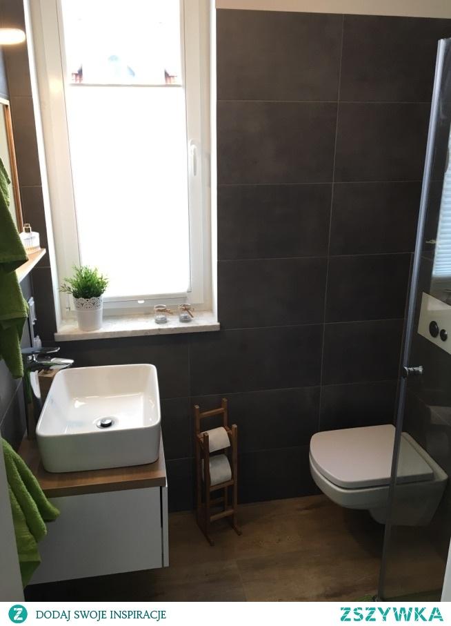 łazienka z prysznicem...