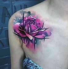 tatuaże damskie róża na ram...