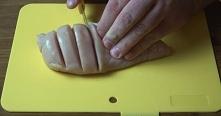 4 filety z piersi z kurczaka 4 plastry bekonu szczypiorek (2 pęczki) 1 łyżecz...