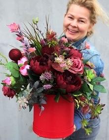 flower box z czerwonymi i b...