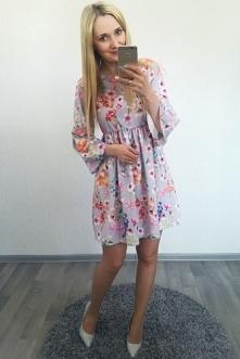 Idealna na zbliżające się komunie :) Sukienka w Kwiaty 89,-