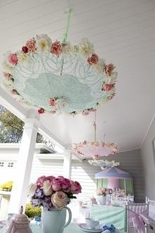 dekoracja z parasoli. ślicz...