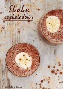 Shake czekoladowy    Składniki na 2 porcję:      1 szklanka dowolnego mleka     2 banan (najlepiej mrożone)     1 łyżka kakao     1 łyżeczka proszku maca     1/4 łyżeczki cynamo...