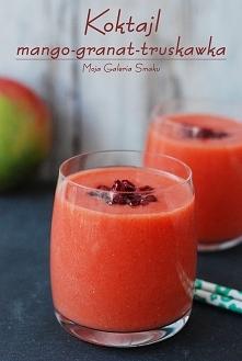 Koktajl mango-granat-truskawka  Składniki na 2 porcje:      1 szklanka truskawek     1/2 mango     ziarenka z połowy granata     1,5 szklanki wody   Truskawki odszypułkować, man...