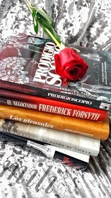 A czy wy zakupiliście dziś książki? ŚWIĘTUJMY! cytując-,,ludzie  inteligentni...