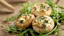Pieczarki z grilla z pesto i serem pleśniowym