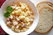 Sałatka hawajska  1 mały słoiczek selera marynowanego 1 puszka ananasa 1 puszka kukurydzy 3 jajka 30 dag szynki drobiowej majonez sól pieprz Seler, ananas oraz kukurydzę osączam...