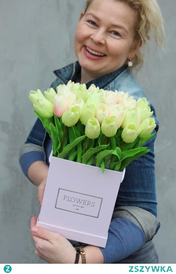 flower box z gumowymi tulipanami - dekoracje kwiatowe tenDOM