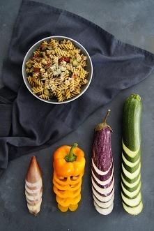 Jednogarnkowy makaron z duszonymi warzywami