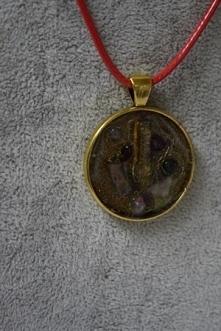 Piękny medalion z kryształe...