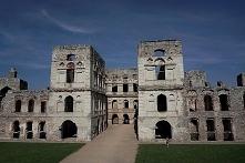 Ruiny zamku Krzyżtopór to niesamowita przygoda dla turystów, ale fotograf ma ...