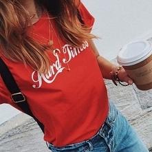 Czerwone koszulki z nadruka...
