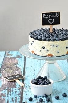 Tort z borówkami i bezą