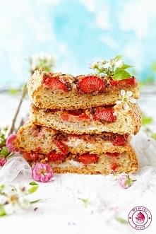 Kokosowe ciasto z truskawkami – bezlgutenowe i niskokaloryczne - Wypieki Beaty