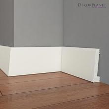 Gładka biała listwa przypodłogowa LPD406 Dekorplanet z kolekcji Primo. Gładki biały cokół, który posiada miejsce na zamaskowanie okablowania. LPD406 to nowoczesny wzór o całkowi...