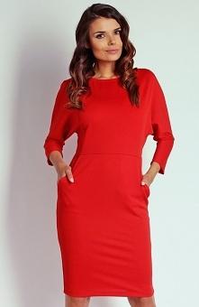 Nommo NA110 sukienka czerwona Komfortowa sukienka, wykonana z miękkiej jednolitej dzianiny, będzie doskonałą propozycją na co dzień