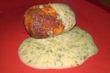 Krokieciki ziemniaczano - serowe w sosie koperkowym