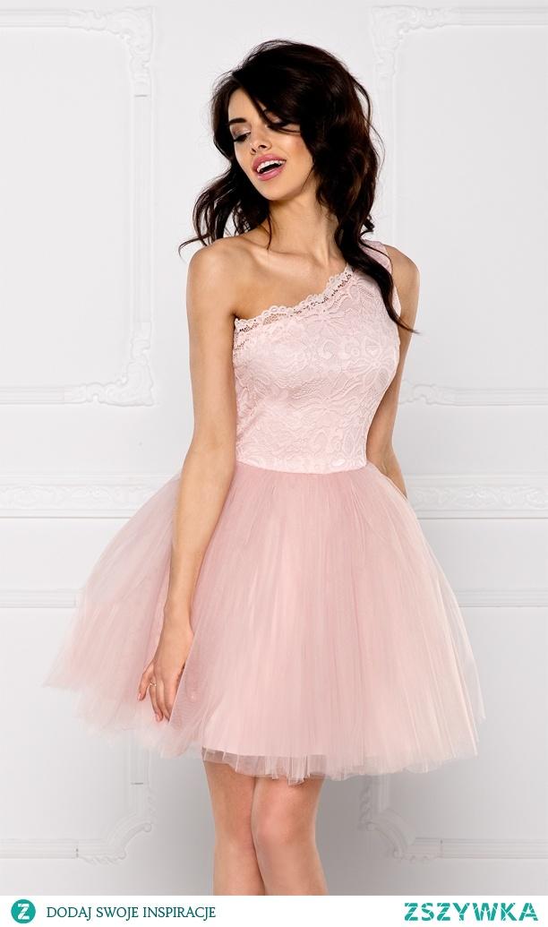 CLEO - Sukienka koronkowo - tiulowa na jedno ramię różowa. Kliknij w zdjęcie by przejść do produktu. sukienkowo.com